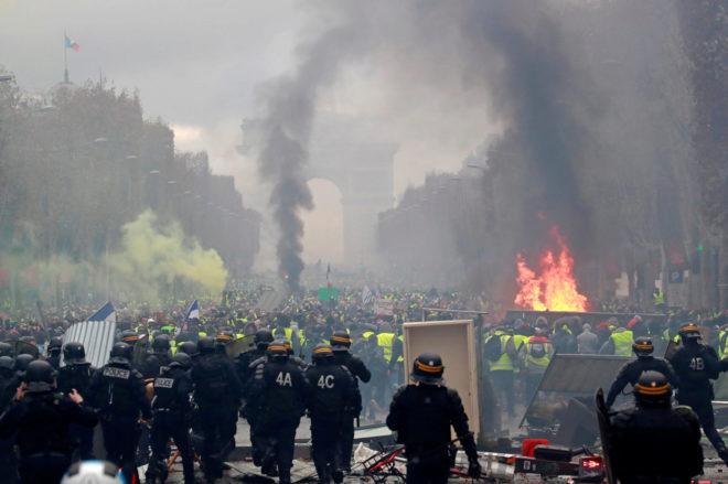 Manifestación en los Campos Elíseos de París, este sábado, por la...