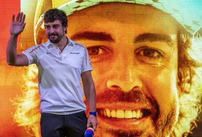 Fernando Alonso, homenajeado en Abu Dhabi.