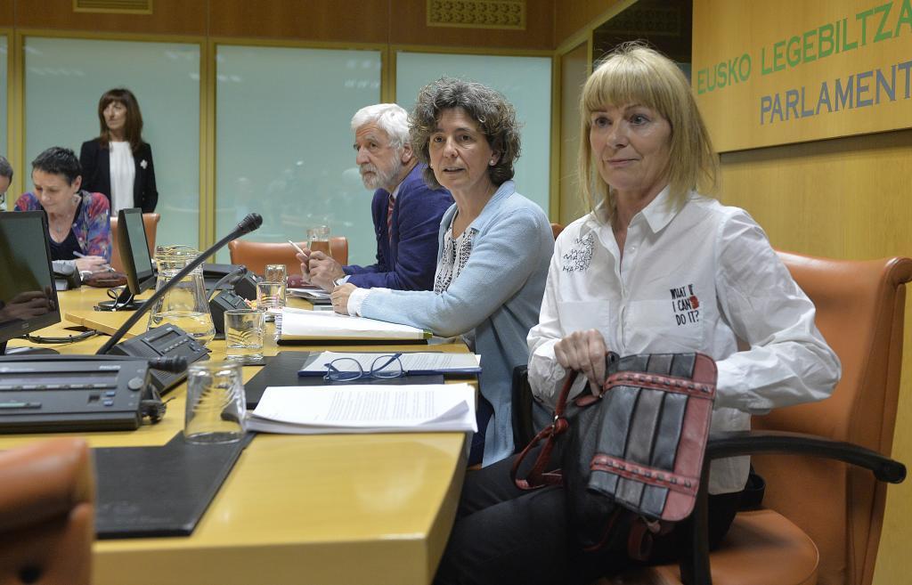 La ex miembro de ETA, Carmen Gisasola, en su comparecencia en la ponencia de Memoria.