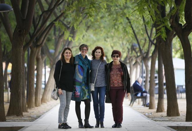 De izquierda, a derecha, Nuria, Esther, Ana y Encarna, en Alicante .