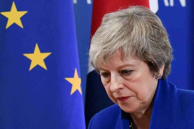 La primera ministra británica, Theresa May, abandona la cumbre de Bruselas.