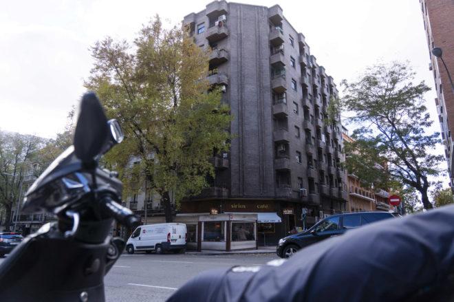 Vista del edificio donde residía la mujer fallecida.