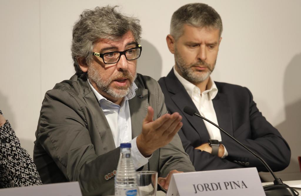 El abogado Jordi Pina junto a otros letrados defensores de los líderes soberanistas procesados
