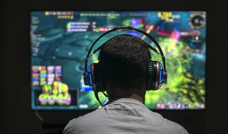 Los 'gamers' que compiten para desarrollar negocio