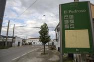 Cartel de entrada a la localidad sevillana de El Pedroso