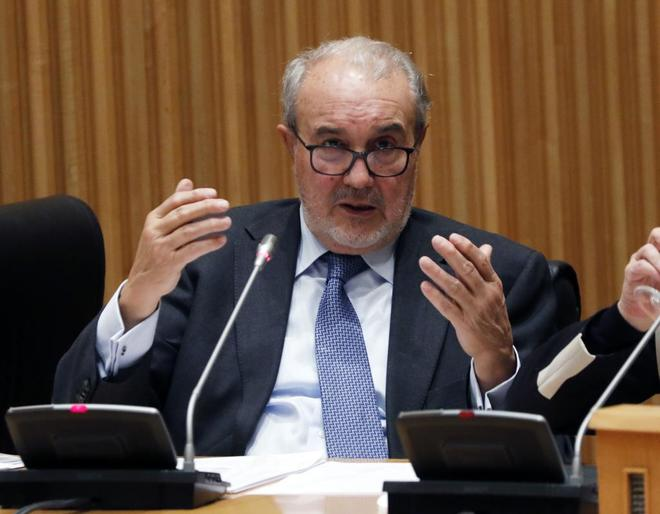 El ex ministro de Economía y Hacienda, Pedro Solbes, en la Comisión de Investigación sobre la crisis financiera de España y el programa de asistencia financiera en el Congreso de los Diputados.