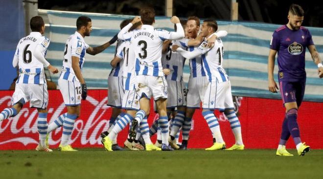 Los jugadores de la Real celebran el segundo gol ante el Celta.