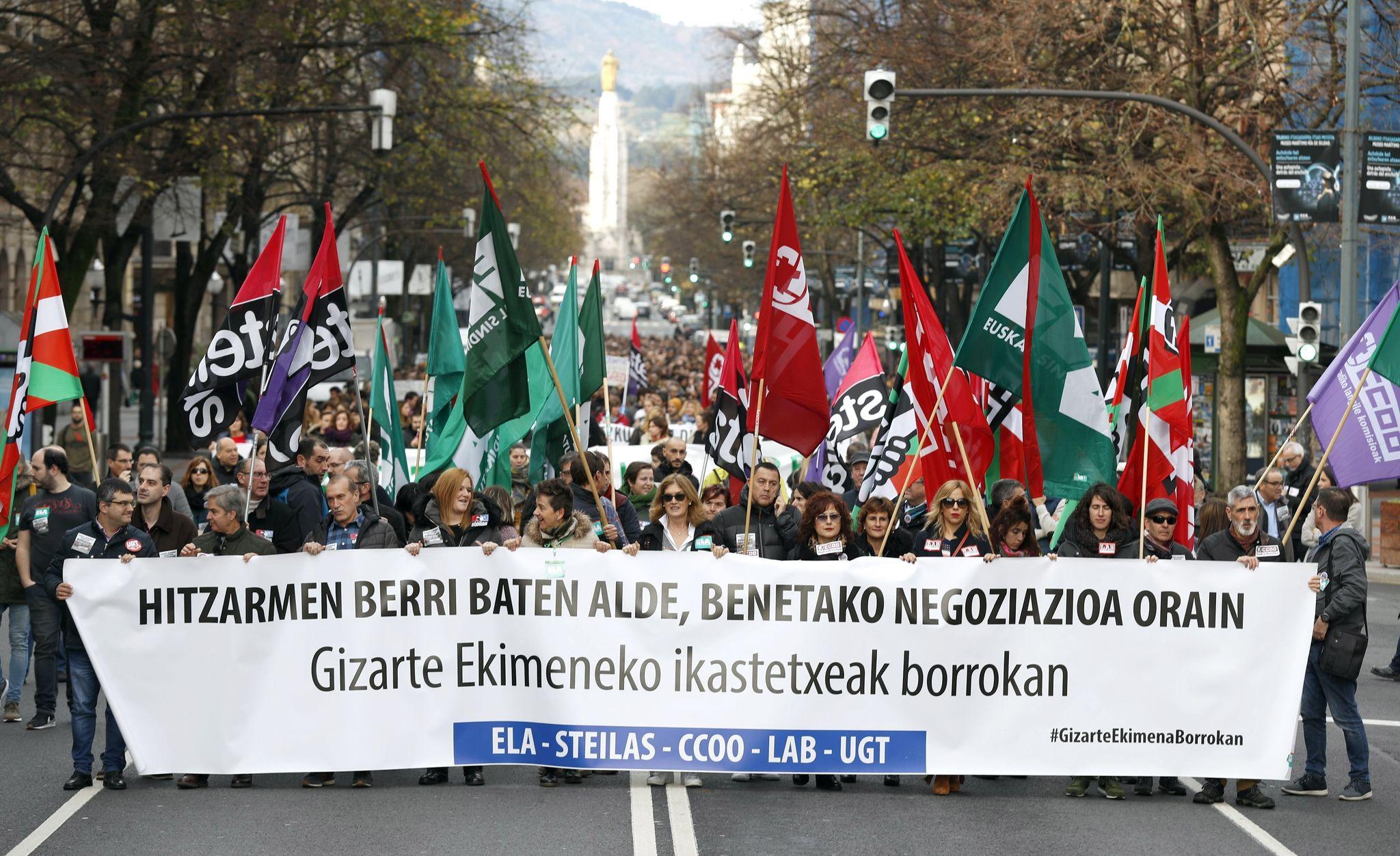 Un momento de la manifestación que ha recorrido las calles de Bilbao.