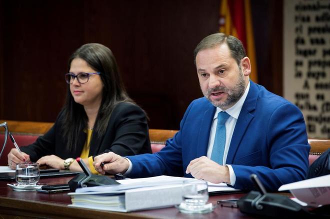 El ministro de Fomento, José Luis Ábalos, comparece ante la Comisión de Industria del Senado.