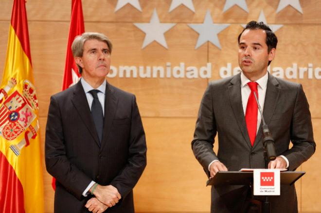 Ángel Garrido (izda.) e Ignacio Aguado en la presentación de los Presupuestos regionales