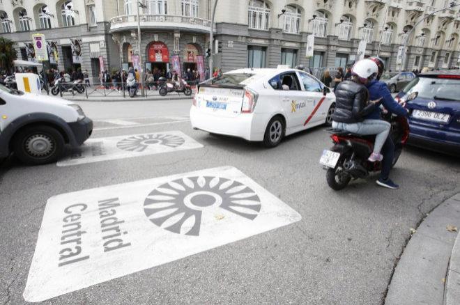 Imagen de la marca de Madrid Central en una de las calles de la ciudad