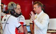 Raikkonen, en el garaje de Sauber en Yas Marina.