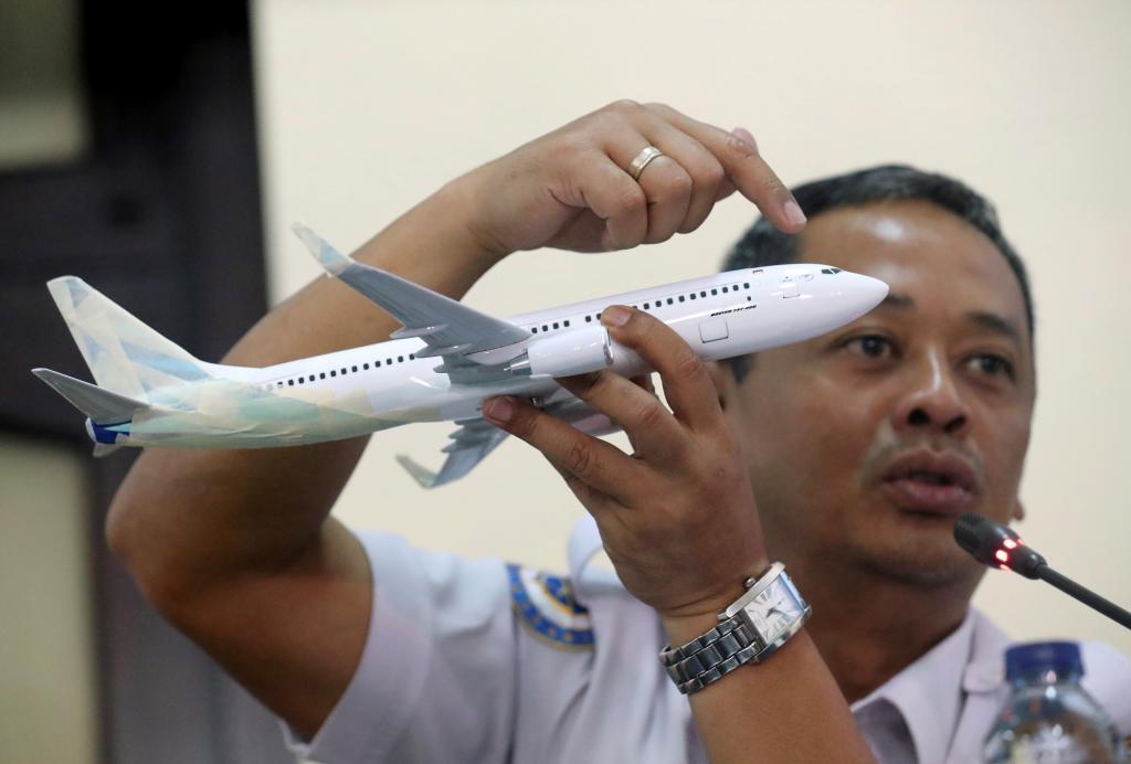 Un investigador indonesio ofrece una rueda de prensa sobre el accidente de Lion Air en Yakarta.