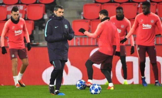 Valverde, durante el entrenamiento del Barcelona en el Philips Stadium.