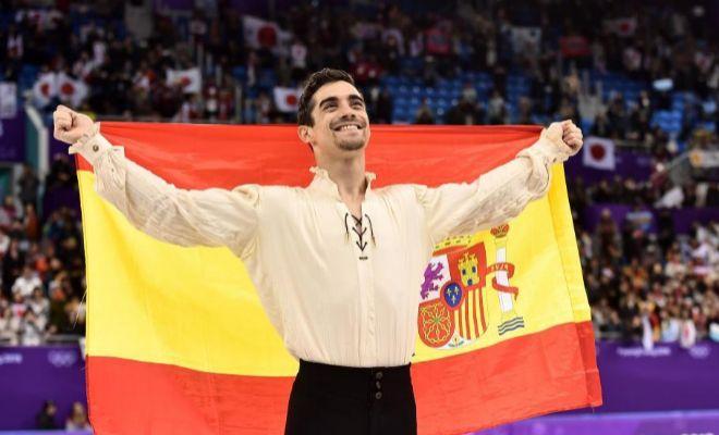 Javier Fernández, con la bandera de España en los Juegos Olímpicos