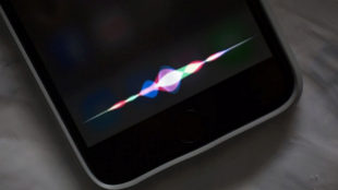Una campaña aboga por utilizar voces masculinas en los asistentes virtuales como Siri.