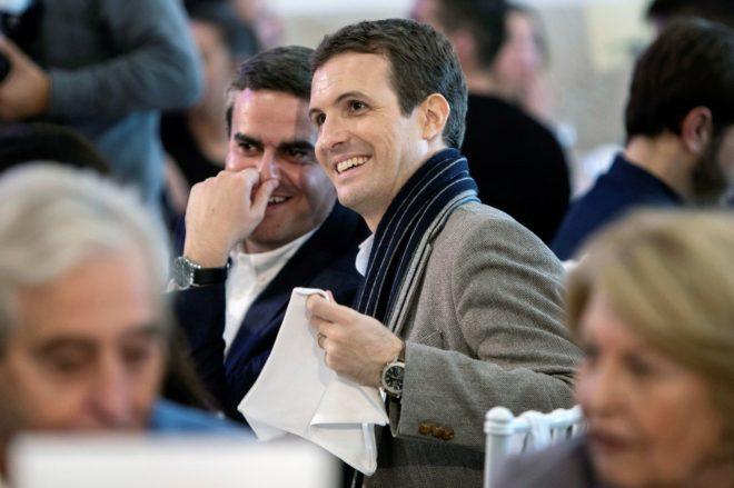 Pablo Casado y el cabeza de lista del PP por Cádiz, Pepe Ortiz, en un...
