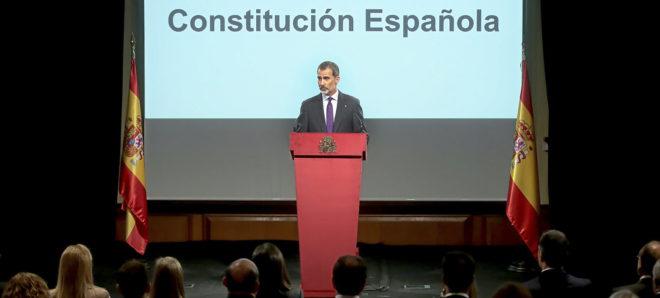 Felipe VI, durante la lectura del preámbulo de la Constitución con...