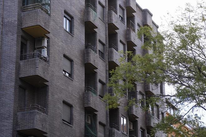 Exterior de la vivienda donde vivía la mujer que se suicidó al ser desahuciada.