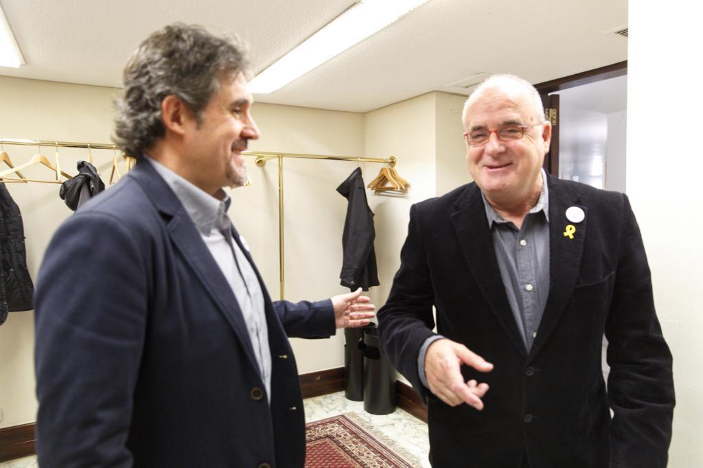 Pello Urizar de EH Bildu junto a Joseba Egibar del PNV en el Parlamento Vasco.