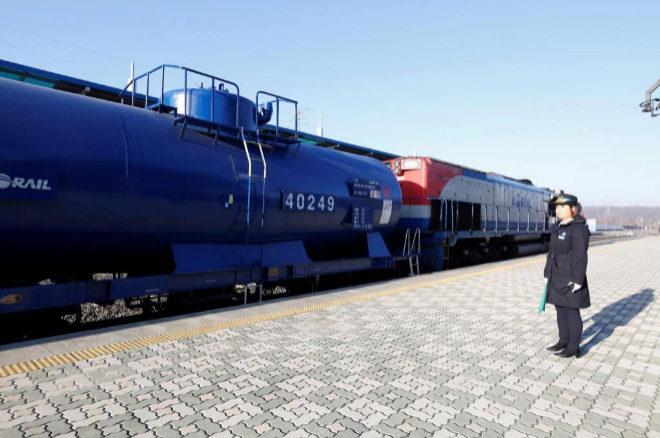 El tren surcoreano, antes de su salida hacia Corea del Norte en la estación Dorasan en Paju.