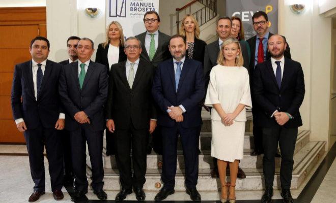 El rey Felipe VI ha sido reconocido este año con el Premio de Convivencia que convoca la Fundación Profesor Manuel Broseta, según el veredicto del jurado que ha leído este jueves el ministro de Fomento, José Luis Ábalos.