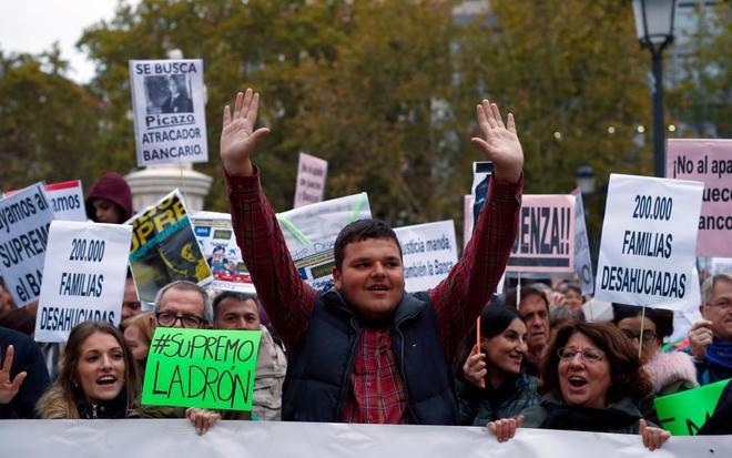 Manifestación frente al Supremo por la crisis de las hipotecas.
