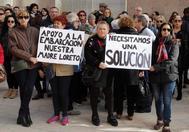 Familiares de los tripulantes del pesquero Nuestra Madre Loreto, en una concentración en el Ayuntamiento de Santa Pola.