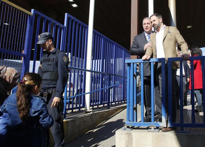 El presidente de Vox, Santiago Abascal, en el paso fronterizo de Melilla.
