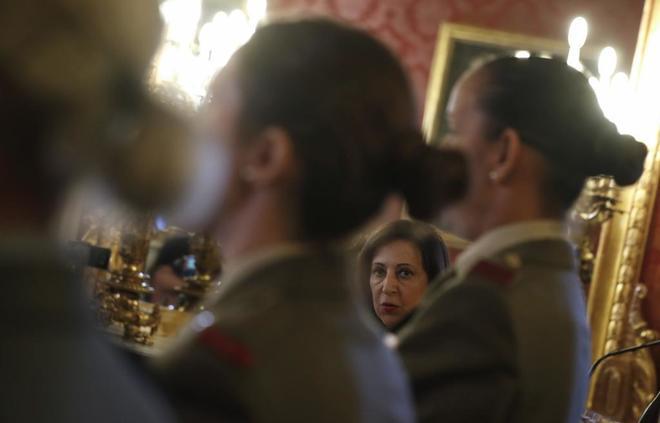 La ministra de Defensa, Margarita Robles, durante la presentación del calendario del Ejército de Tierra 2019 'Mujeres con valor', en Madrid.