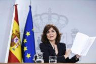 La vicepresidenta del Gobierno, Carmen Calvo, en rueda de prensa tras la reunión del Consejo de Ministros, en el Palacio de La Moncloa.
