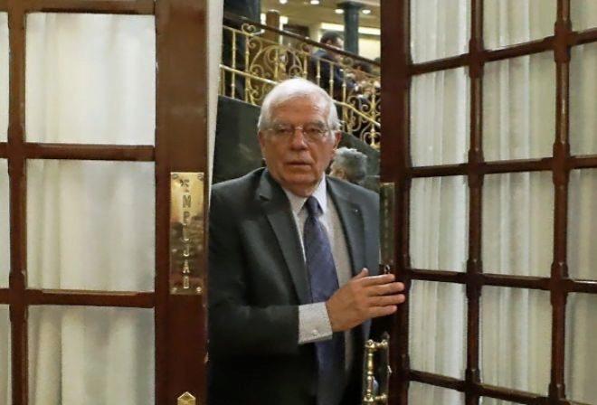 El ministro de Exteriores, Josep Borrell, al abandonar un Pleno del...