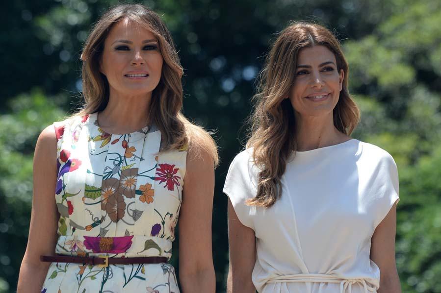 Aunque Melania empezó la visita con fuerza, dos looks tan solo para...