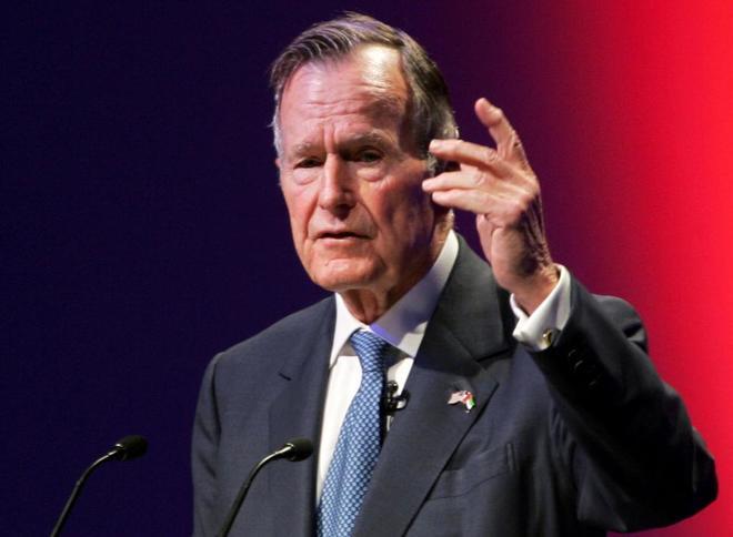 El ex presidente de Estados Unidos George H. W. Bush en Abu Dhabi.