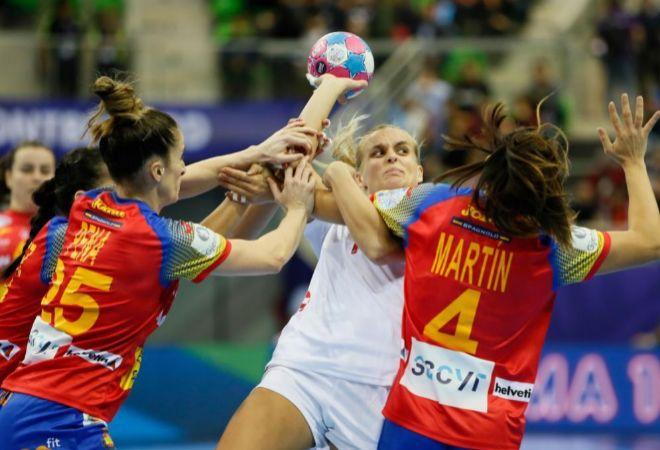Pena y Martín defienden el lanzamiento de Krsnik en el debut de España en el Europeo.