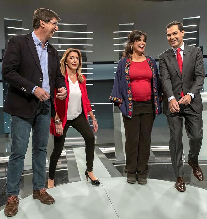 Los principales cuatro candidatos durante un debate. De izquierda a...