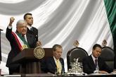 El nuevo presidente de México, Andrés Manuel López Obrador (i),...
