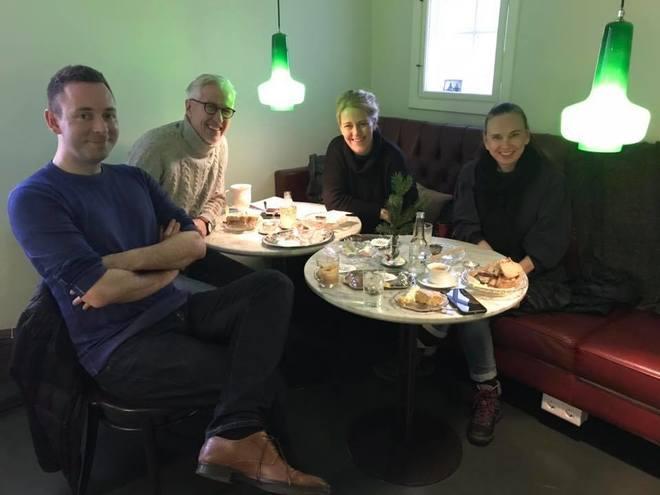 Ragnar Jónasson, Óskar Gudmunsson, Lilja Sigurdardottir e Yrsa Sigurdardottir, en una reunión preparatoria del 'Iceland Noir' 2018 en Reykjavik.