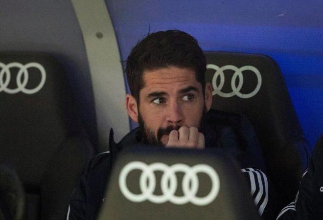 Isco, en el banquillo durante el encuentro de LaLiga ante el Valencia.