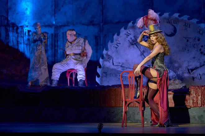 Óperas 'El Dictador' y 'El emperador de la Atlántida' en La Maestranza de Sevilla.