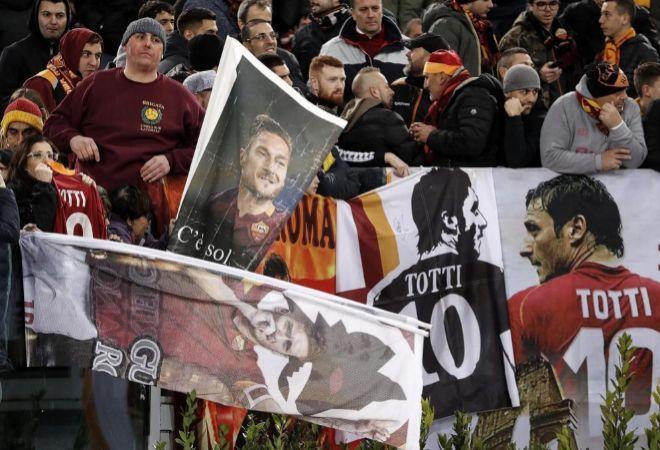 Aficionados de la Roma, en el partido de Champions ante el Real Madrid.