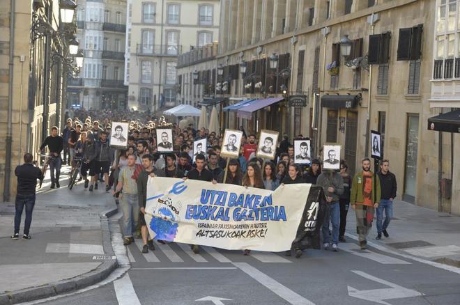 Una manifestación en las calles de Vitoria por los condenados en Alsasua en junio.