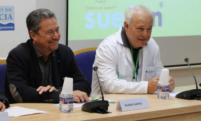 El ex susecretario de la conselleria de Hacienda, Ricardo Campos (d), junto al gerente del Hospital General, Enrique Ortega.
