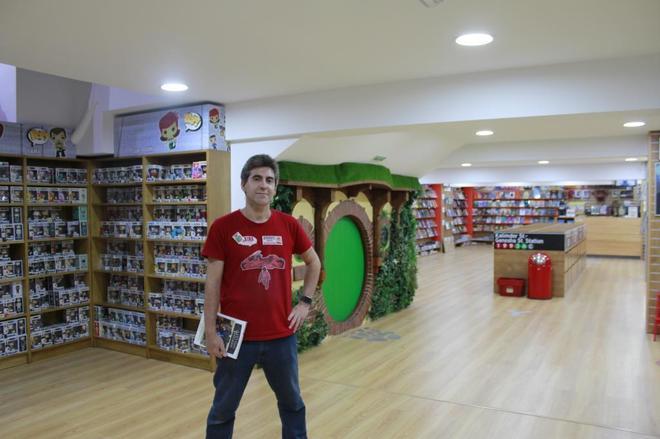 Jesús Marugán, uno de los dueños de la tienda de cómics Akira, referencia a nivel mundial, situada en el barrio de El Pilar.