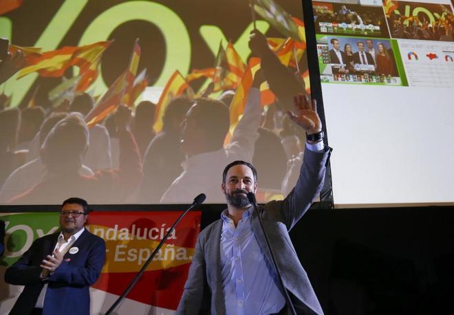 El líder nacional de Vox, Santiago Abascal, celebra los resultados de Vox en las elecciones de Andalucía en la sede de Sevilla