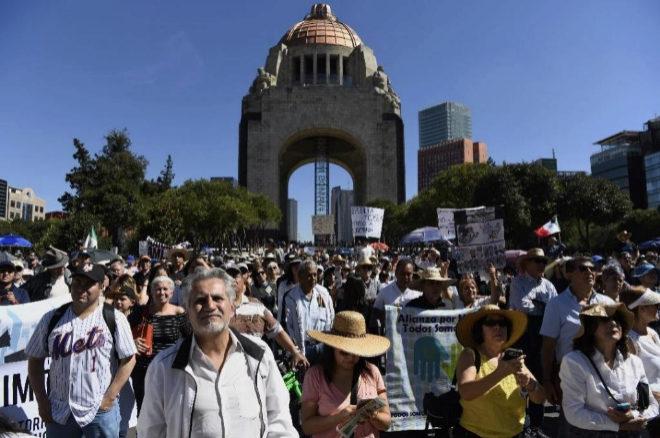 Manifestación contra López Obrador el primer día de su mandato