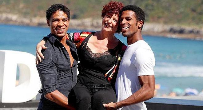 Iciar Bollaín con el bailarín Carlos Acosta y el actor Keyvin Martínez.