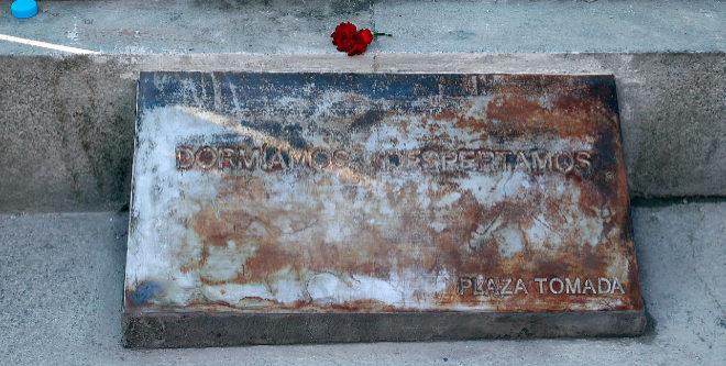 Placa conmemorativa del 15-M