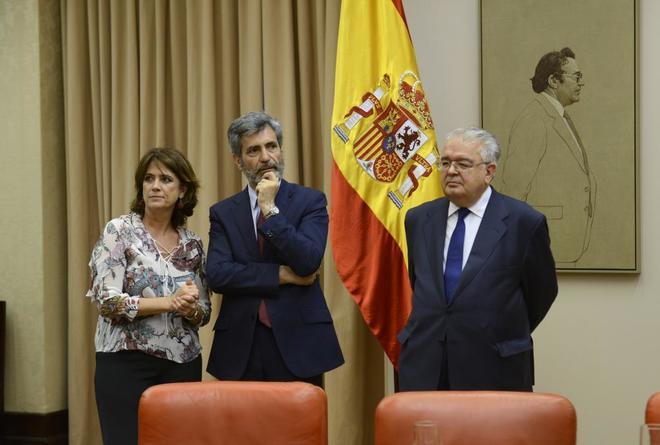 La ministra de Justicia, Dolores Delgado, y el presidente del CGPJ en...