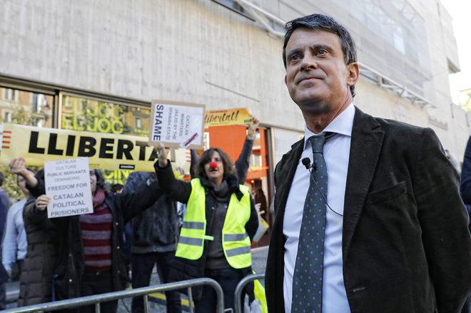 Decenas de personas intentaron boicotear ayer la rueda de prensa de...